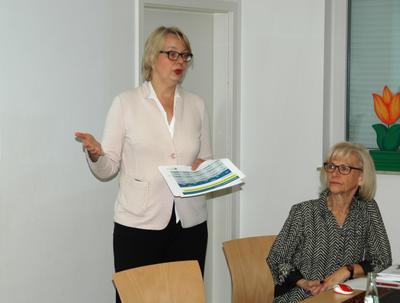 Sylvia Dünn (DRV) und Marianne Wendt (DGB) auf der rentenpolitischen Veranstaltung in Schwedt am 8.5.2017