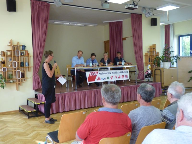 Podium Wahlforum Strausberg
