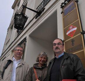 DGB KollegInnen vor FES-Büro in Warschau