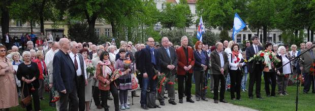 TeilnehmerInnen an der Frankfurter Gedenkveranstaltung zum 8.Mai 2015