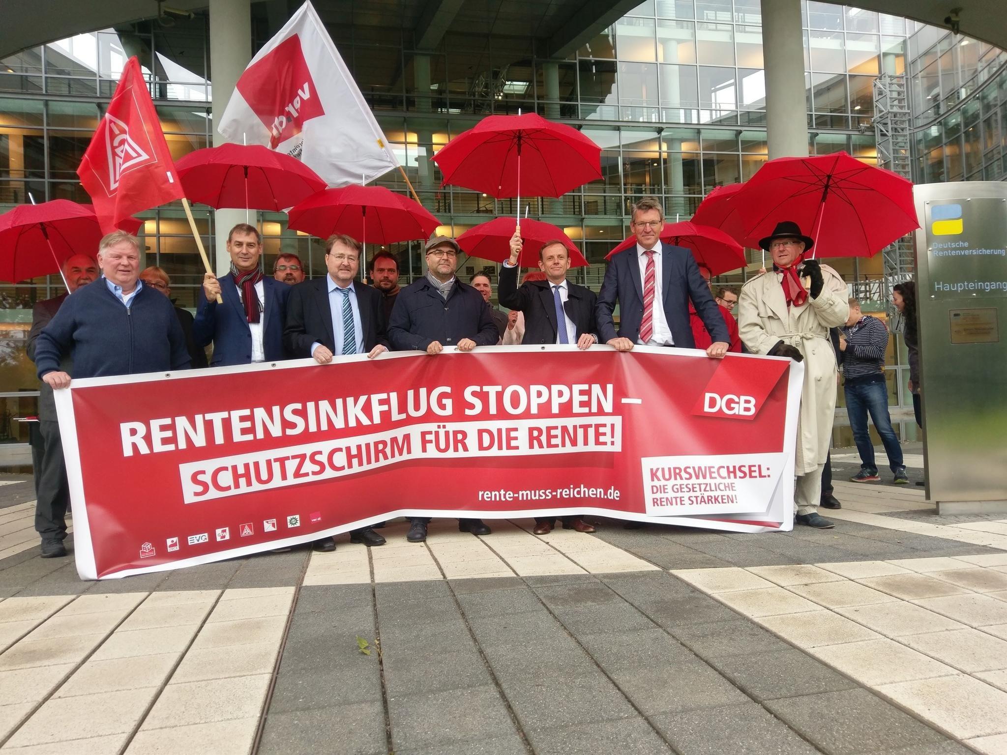 Schutzschirm-Aktion vor der DRV-Delegiertenversammlung 14.9. in FFO