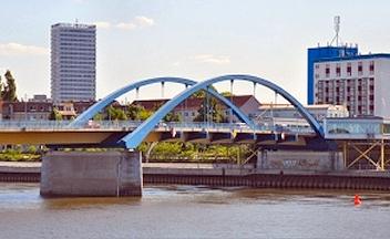Stadtbrücke in Frankfurt (Oder) nach Slubice